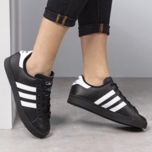 Adidas Court Classic sneakers